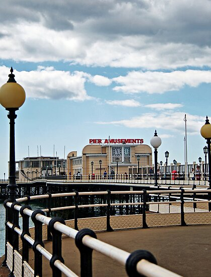 Worthing pier by Roxy J