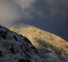 Winter storm over Crib Goch by robevans