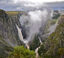 Wollomombi Falls. 15-6-11. by Warren  Patten