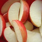 Slices of apple by MONIGABI