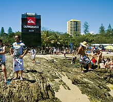 Snapper Rocks Quiksilver time by Gavin Lardner