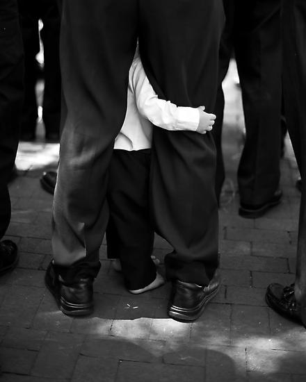Holding On by photosbytony