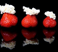Strawberries and whipped cream by andyw
