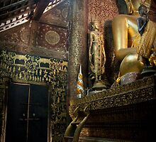 wat xien thong interior by michael j.  connolly
