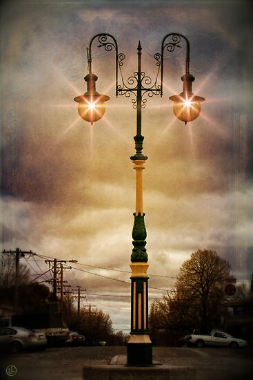 Beechworth Streetlight by Linda Lees