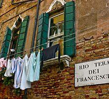 Faccio Il Bucato Domenica by phil decocco