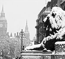 London Lion looking at the Big Ben by DavidGutierrez