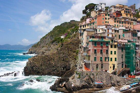Riomaggiore, Italy by rebecca12291