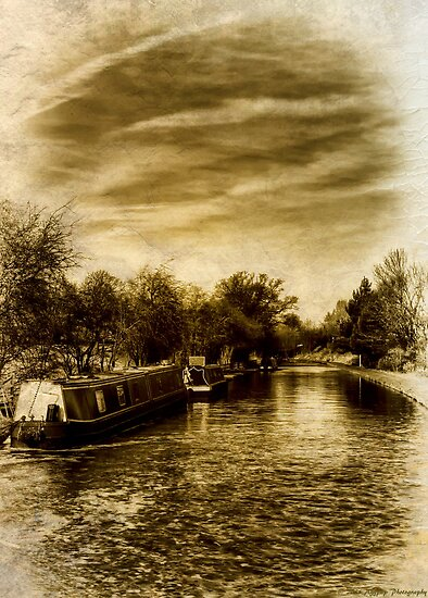 Narrowboats on the Shroppie by David J Knight