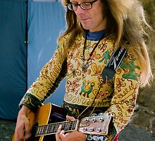 Eumundi Guitarist by Tony Cave