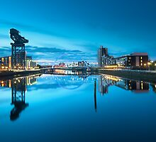 A calm sunrise in Glasgow by chriscyner