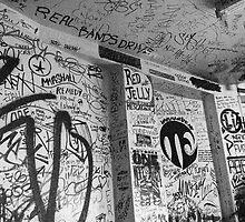 Sign The Walls  - Byron Bay by davamo