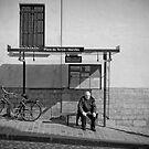 Bus waiting by Laurent Hunziker