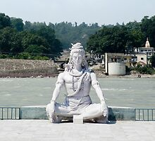 Shiva statue on the ganges by idoavr