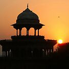 Sunrise at the Taj Mahal by SerenaB