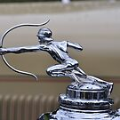 Pierce Arrow Straight Eight Sedan hood ornament 2 (1929) by Frits Klijn (klijnfoto.nl)
