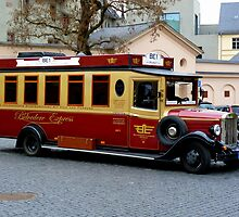 Antique bus at Weimar by bubblehex08