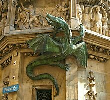 Neues Rathaus - Dragon by Lee d'Entremont