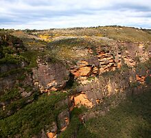 Escarpment at Jamison Valley by Erland Howden