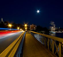 Bridge at night. by cloud7
