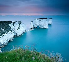 Old Harry Rocks Facing East by Sarin