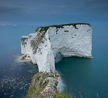 Old Harry Rocks Facing South by Sarin