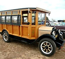 Vintage Ford Bus @ Wings & Wheels 2007 by muz2142