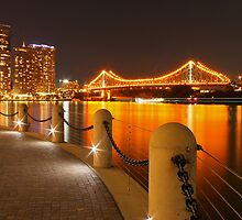 Story Bridge, Brisbane at night by Larissa Dening