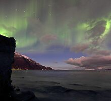 The rock & aurora by Frank Olsen