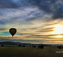 Hot air balloon over Parkes NSW  by najodia