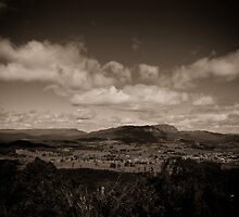Mt Roland and Sheffield by reflectimaging