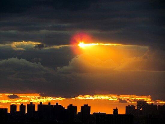 Here comes the sun, New York City  by Alberto  DeJesus