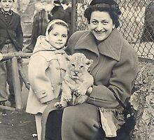 LO ZOO DI MILANO...UN PICCOLO LEONCINO...ZIA ANGELA,GIAMPAOLO 1955--ItalY-'5000 VISUALIZZ. GENNAIO 2013 - VETRINA EXPLORA 26 ottobre 2011 ---- by Guendalyn