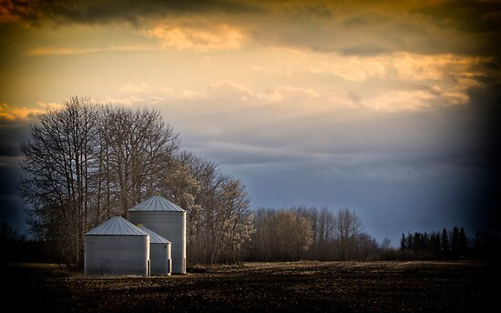 ..waiting for the night to come.. by Russ Styles
