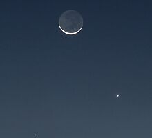Moon, Mercury & Venus in conjunction by Duncan Waldron