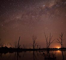 Starry sky over the billabong by Kounelli