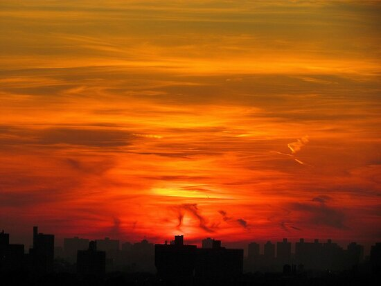 Sky ablaze, New York City  by Alberto  DeJesus