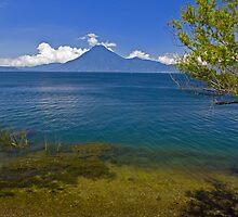 Lago de Atitlan3 by bulljup