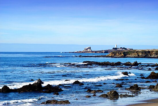 Lighthouse in the Distance by HeavenOnEarth