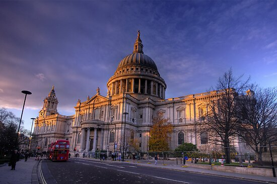 St Paul's Cathedral, London, UK by strangelight