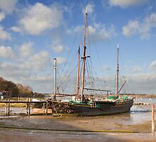 Barge at Pinmill by Ian Merton