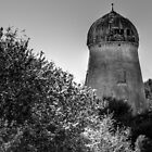 A Abandoned mill tower in black and white. by Gert Lavsen