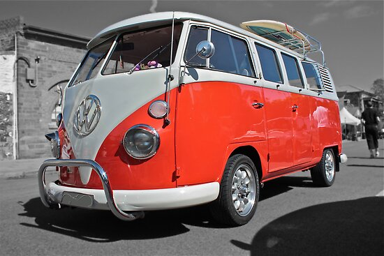 Orange Volkswagen Kombi with surfboard. by Ferenghi