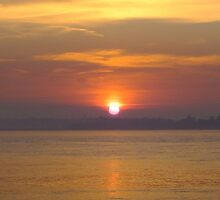Sun Setting over the River Orwell by lou-lou