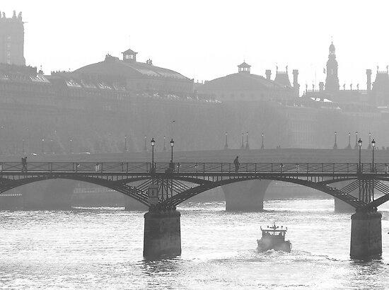 bridge over the river seine - b&w version by kchamula