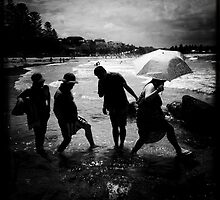 Sunday drivers, Terrigal Beach, NSW by Mamafro