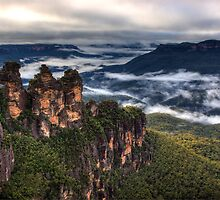 The Three Sisters, Katoomba Feb 4 2012 by David Mapletoft