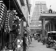 A market street in Tiruvannalamai, India by Syd Winer