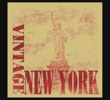 Vintage Statue Of Liberty, New York T-Shirt by Nhan Ngo