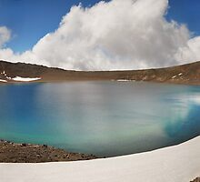 Crater Lake - Tongariro by Steven  Sandner